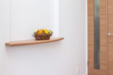町田市注文住宅の玄関 飾り棚 ニッチ